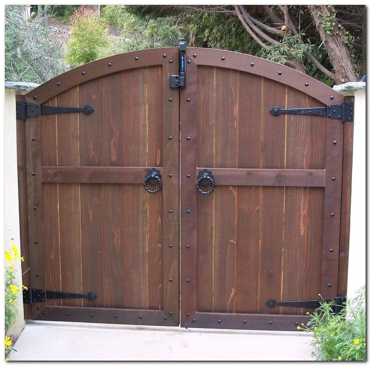 50 Classic Wooden Gates Will Make Your Home Look Great