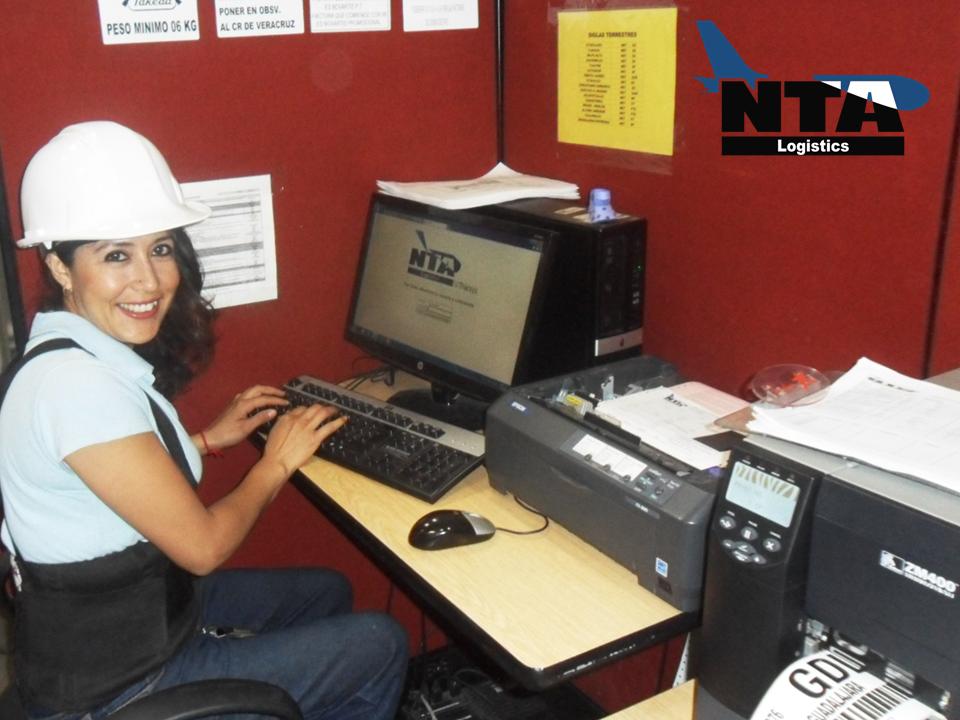 TRANSPORTE DE MEDICAMENTOS. Un sistema de gestión de almacenes, cuenta con dos mecanismos de operación; en el primero, optimiza el almacenaje a través organizar las ubicaciones de los productos y en el segundo, se hace más eficiente el movimiento de material, ya sea realizado por máquinas o por personal. En NTA Logistics, contamos con sistemas especializados para el manejo de mercancías. #logisticafarmaceutica