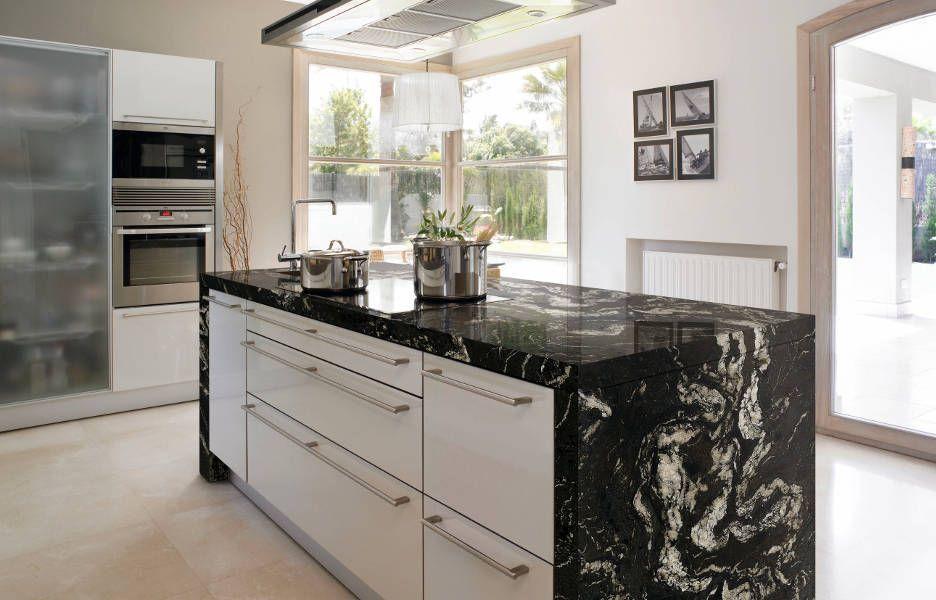Cocina con encimera granito naturamia titanium // kitchen island ...