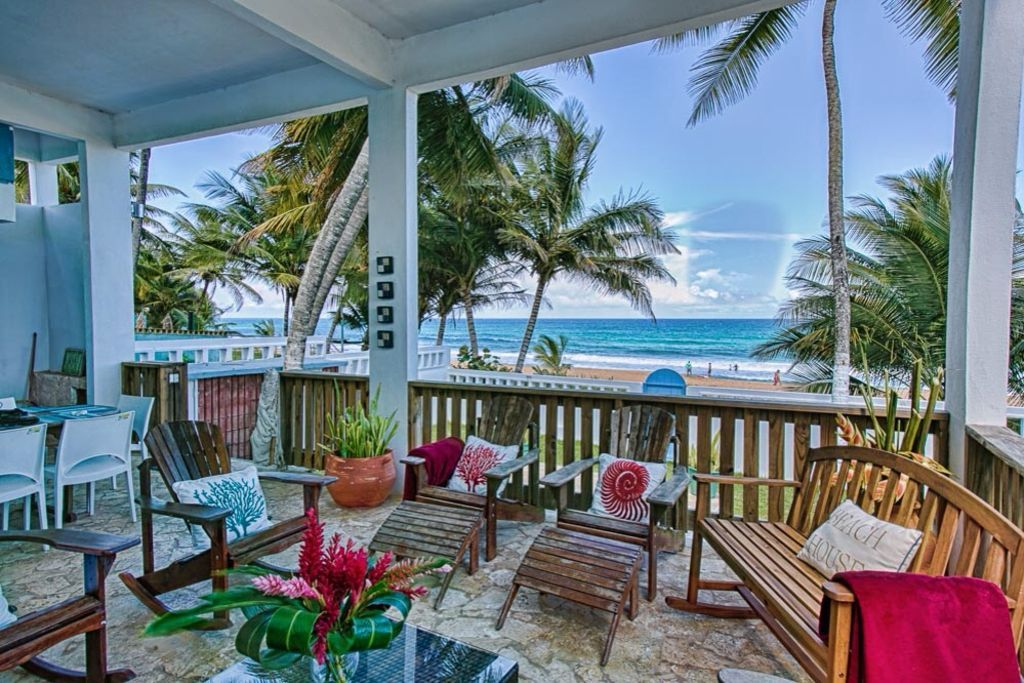 Blue Nest a lovely BEACH FRONT Villa, a Paradise in the
