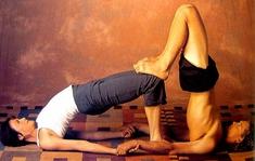 pinkim terpstra on acro / partner yoga  partner yoga