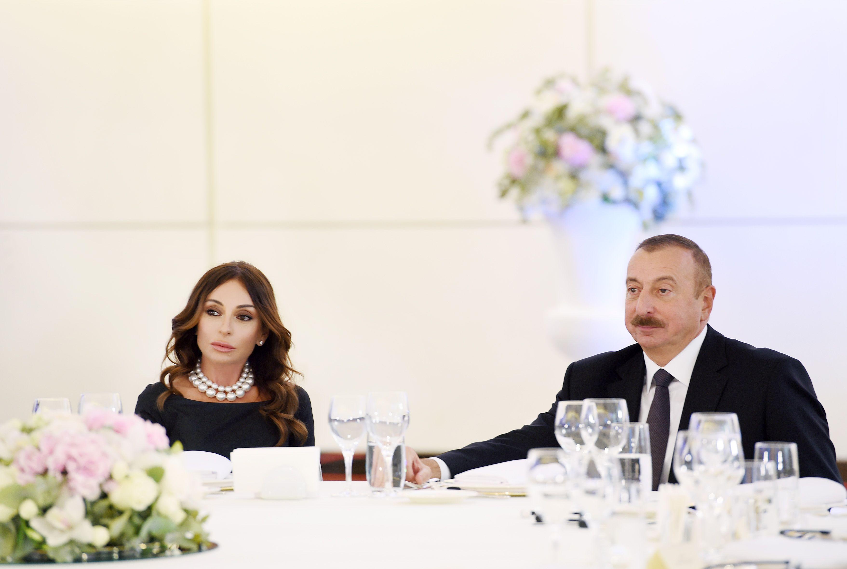 Azərbaycan Respublikasinin Prezidenti Ilham əliyev Və Birinci Vitse Prezident Mehriban əliyeva Teymur Rəcəbovu Airthings Maste In 2021 Dresses Wedding Dresses Fashion