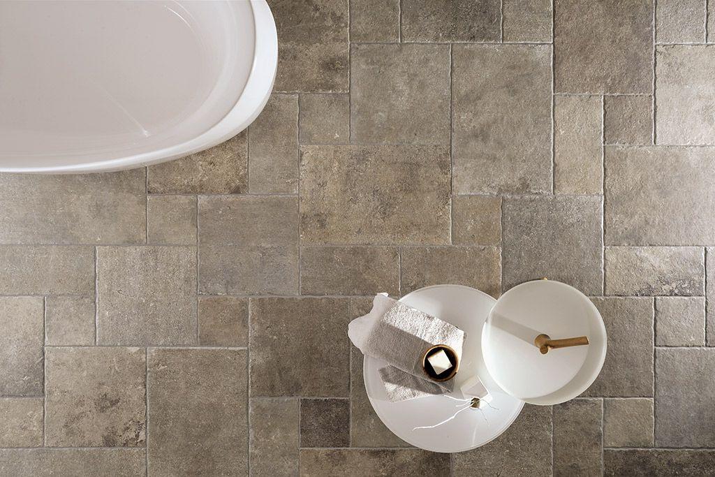 Rustieke badkamer vloer tegels met patroon in verschillende maten ...