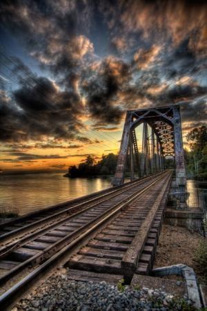 Ponte da ferrovia velha sobre o rio Capilano, Vancouver, BC, Canadá por MyohoDane