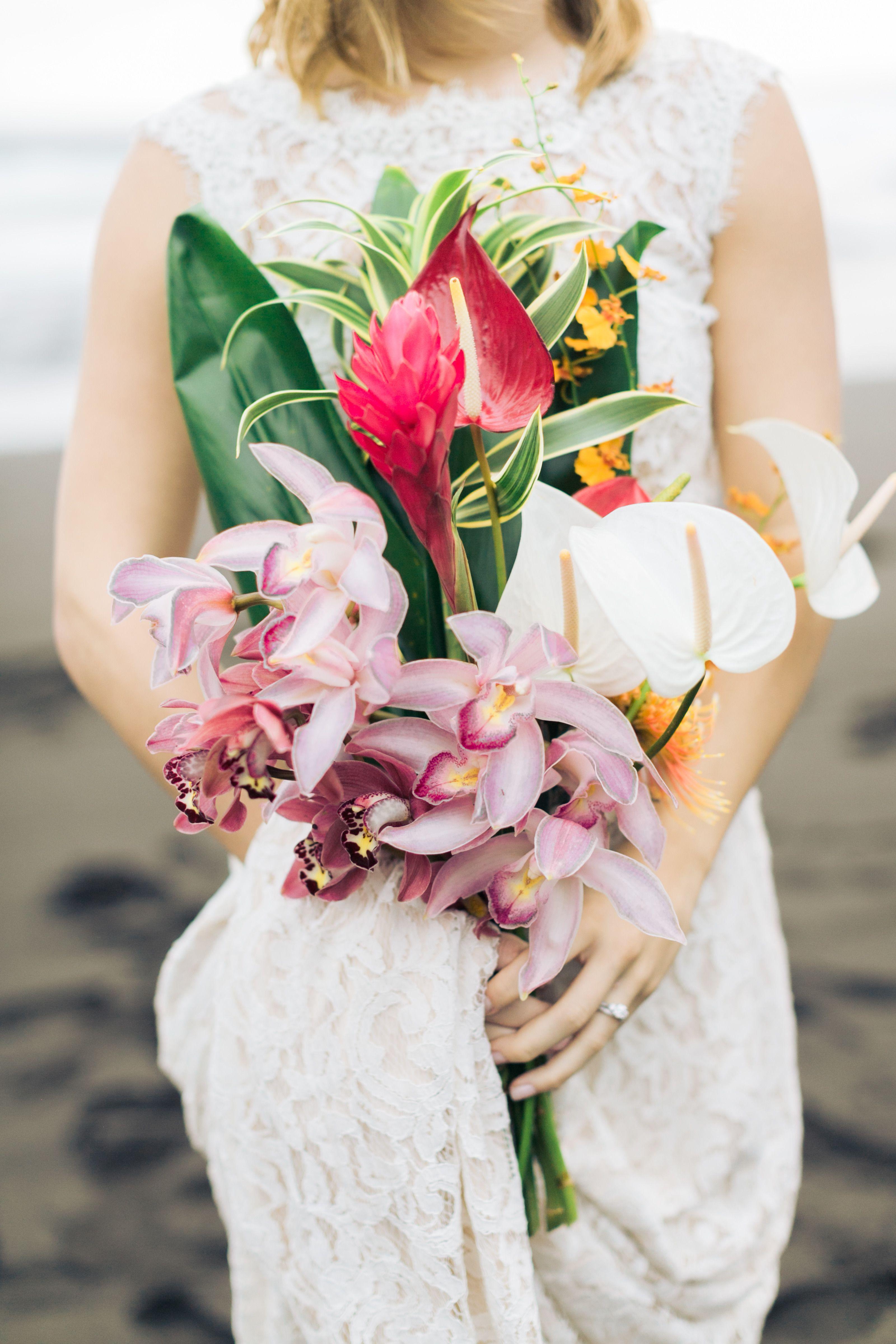 Romantic hawaiian elopement in waipio valley rebecca arthur romantic hawaiian elopement in waipio valley izmirmasajfo Gallery