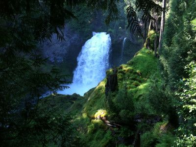 The 26-mile McKenzie River Trail travels along some of the clearest water, most dramatic waterfalls and majestic old-growth forests in all of Oregon.