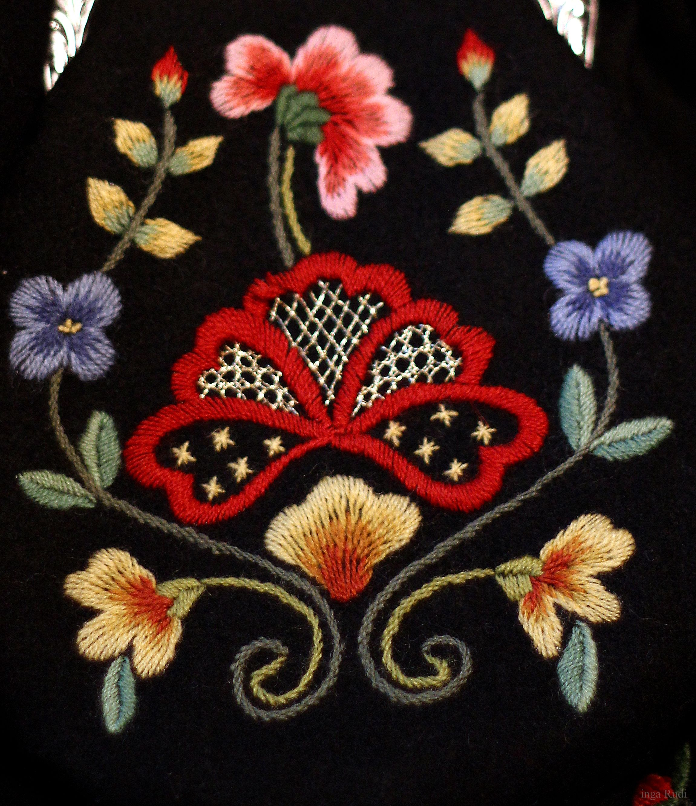 Pin By Annin On Inspire Scandinavian Embroidery Folk Embroidery Embroidery Patterns