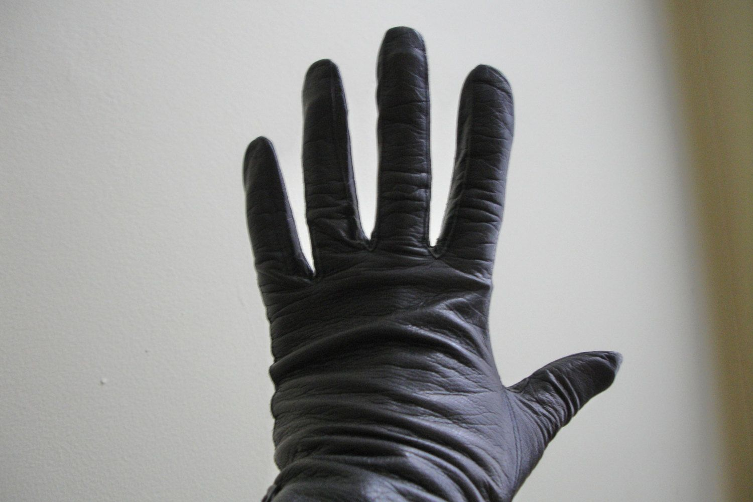 Ladies leather driving gloves australia - Leather Kid Skin Gloves Ladies Leather Gloves Black Leather Wrist Length Vintage Gloves Driving Gloves Washable Leather Size 6 5