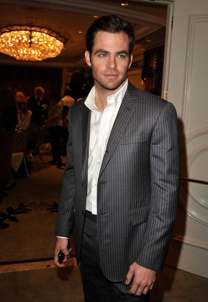 Chris Pine Photos Photos - Actor Chris Pine poses during the Hollywood Foreign Press Association's installation luncheon held at the Beverly Hills Hotel on August 11, 2009 in Beverly Hills, California. - Hollywood Foreign Press Association's Installation Luncheon - Inside