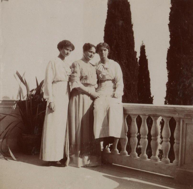 Tatiana, Alix and Olga, Livadia