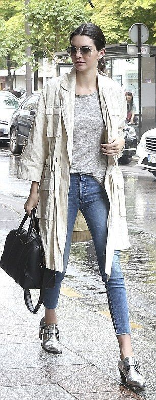 #Barbara #Bui #Date #Day #Jen #Jenner #Kendall #Outfit #Rainy #Rainy Day Outfit for date #shoes #Barbara #Bui #Jenner #Kendall #Rainy Day Outfit for date #shoes Kendall Jen        #バーバラ #ブイ #ジェンナー #ケンドール #雨の 日付の日の衣装 #靴 ケンダル・ジェン #rainydayoutfitforwork