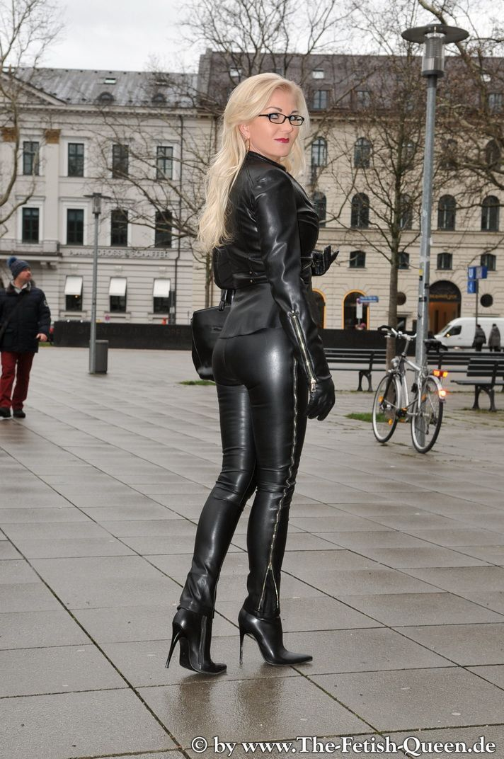 Queen heike leather fetish