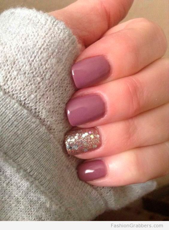 f2c6aa9115 Short mauve nails with a touch of gold | | Nailed It! | Nails ...