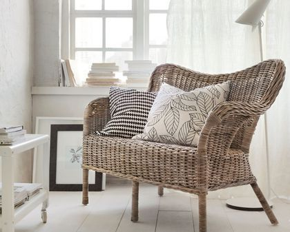 Coin détente avec le canapé en rotin dikea