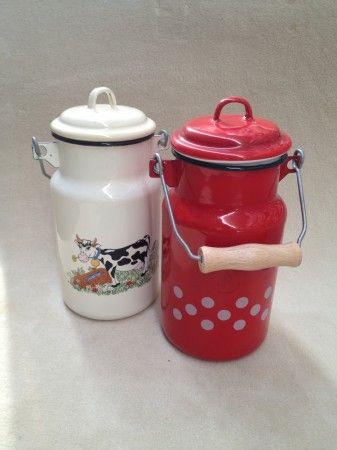 Zománcos, literes tejeskanna kétféle mintával