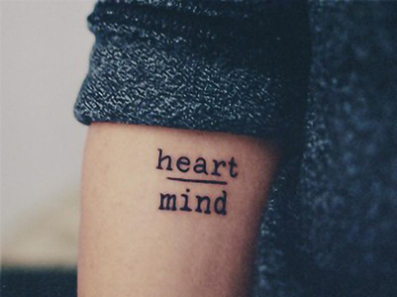 tempor res tattoo in schwarz mit schrift heart and mind. Black Bedroom Furniture Sets. Home Design Ideas