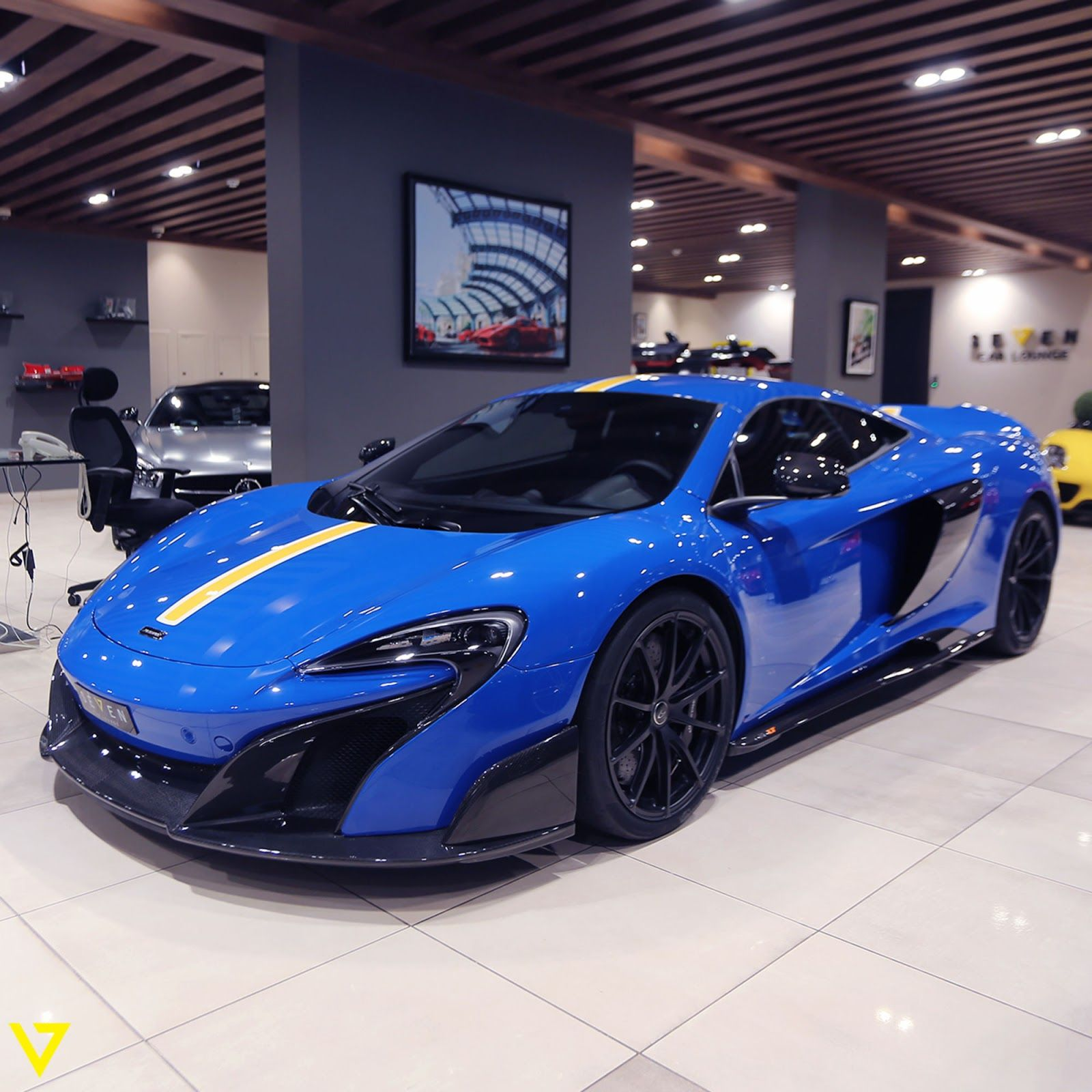 Mclaren 675lt For Sale >> You Ll Either Love Or Hate This Blue And Yellow Mclaren 675lt