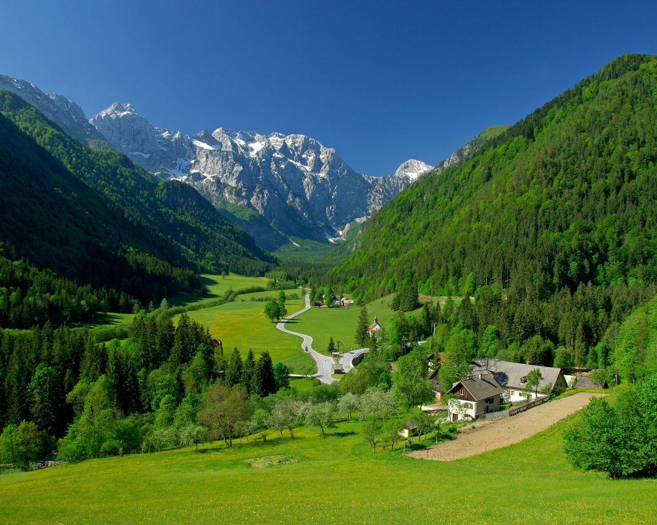 Alpine Valley Mountains Fields Lindas Paisagens Lugares Bonitos Lugares Para Viajar