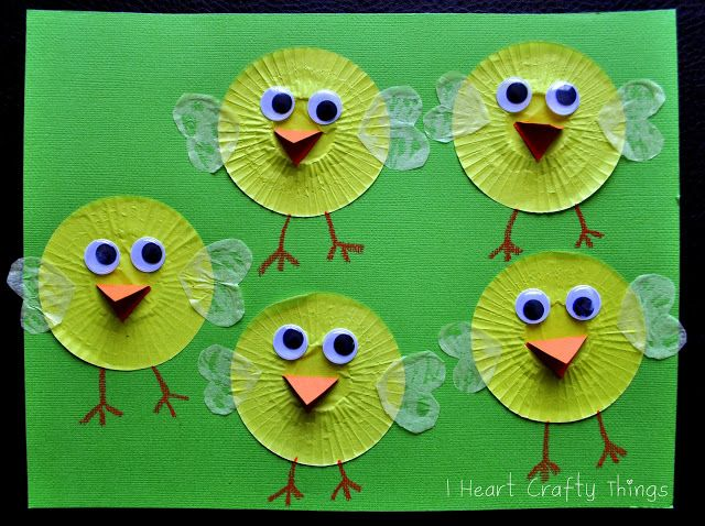 """I Heart Crafty Things makes chicks with cupcake cases ("""",)"""