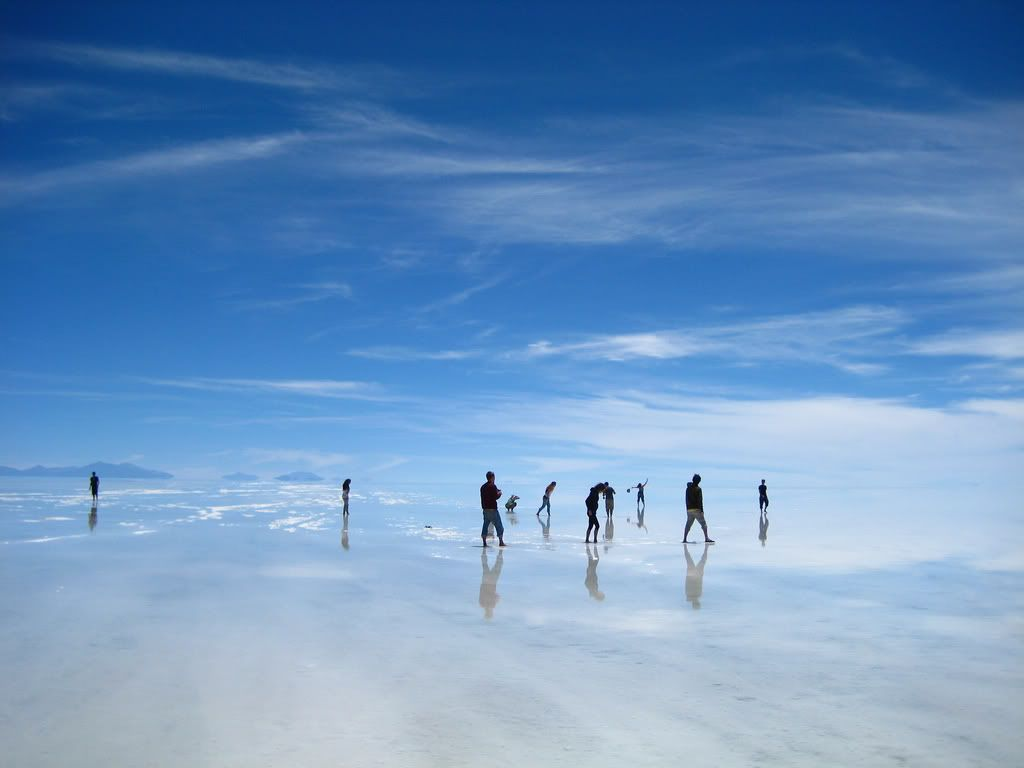 Salar De Uyuni Bolivia During The Wet Season The World S Largest Salt Flat Is Covered With A Thin Layer Of Wat Strange Places South America Salar De Uyuni