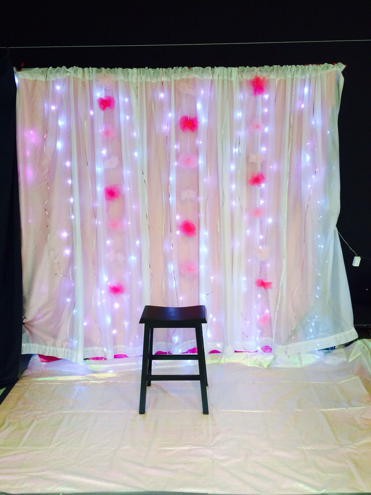 Backdrop for pictures at father daughter dance for Backdrop decoration ideas