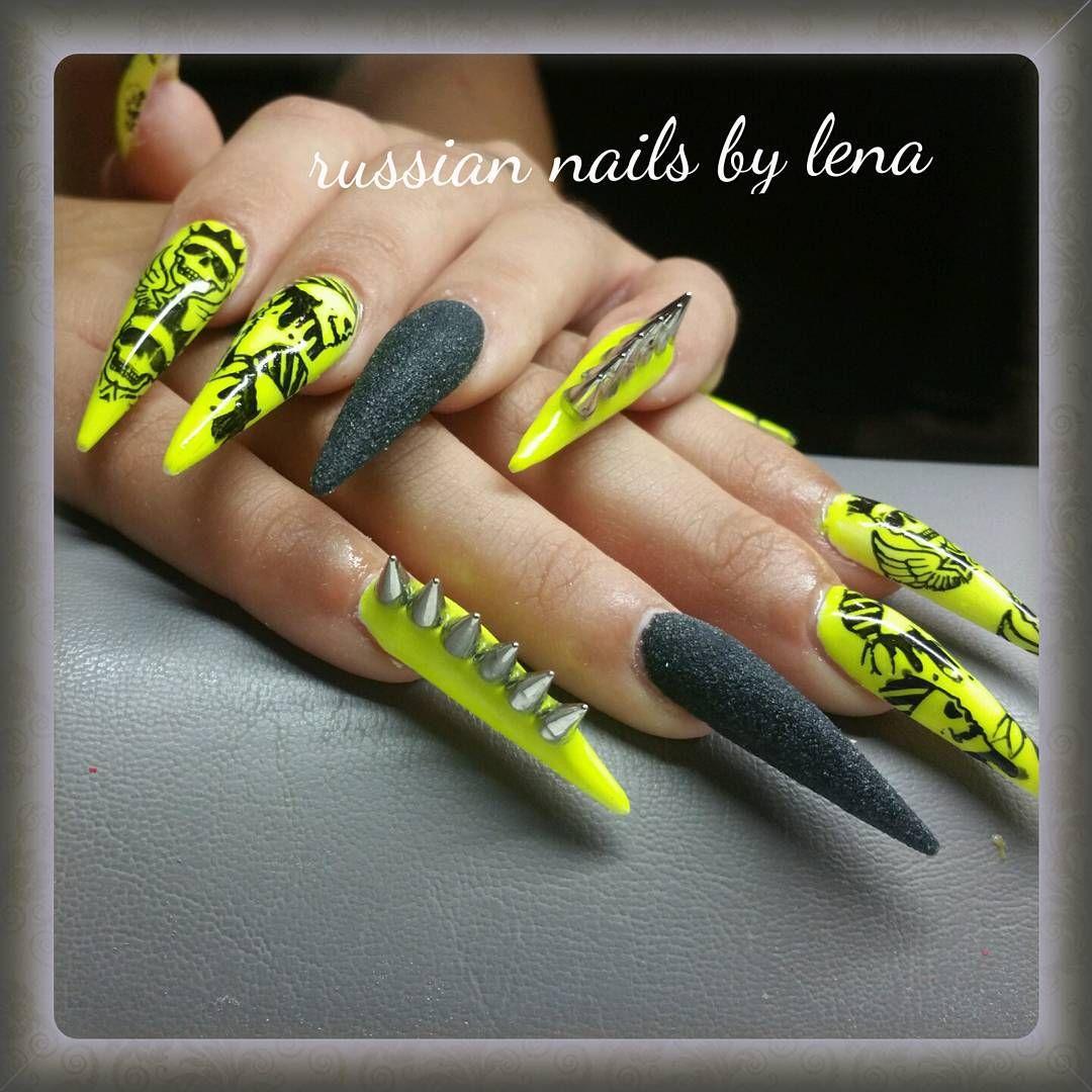 stilettos #nailart #nageldesign #totenkopf #neon #nieten ...