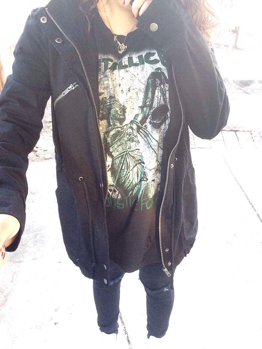 #grunge #punk #Metallica #allblack #trenchcoat #blackjeans #rippedjeans #black #streetstyle