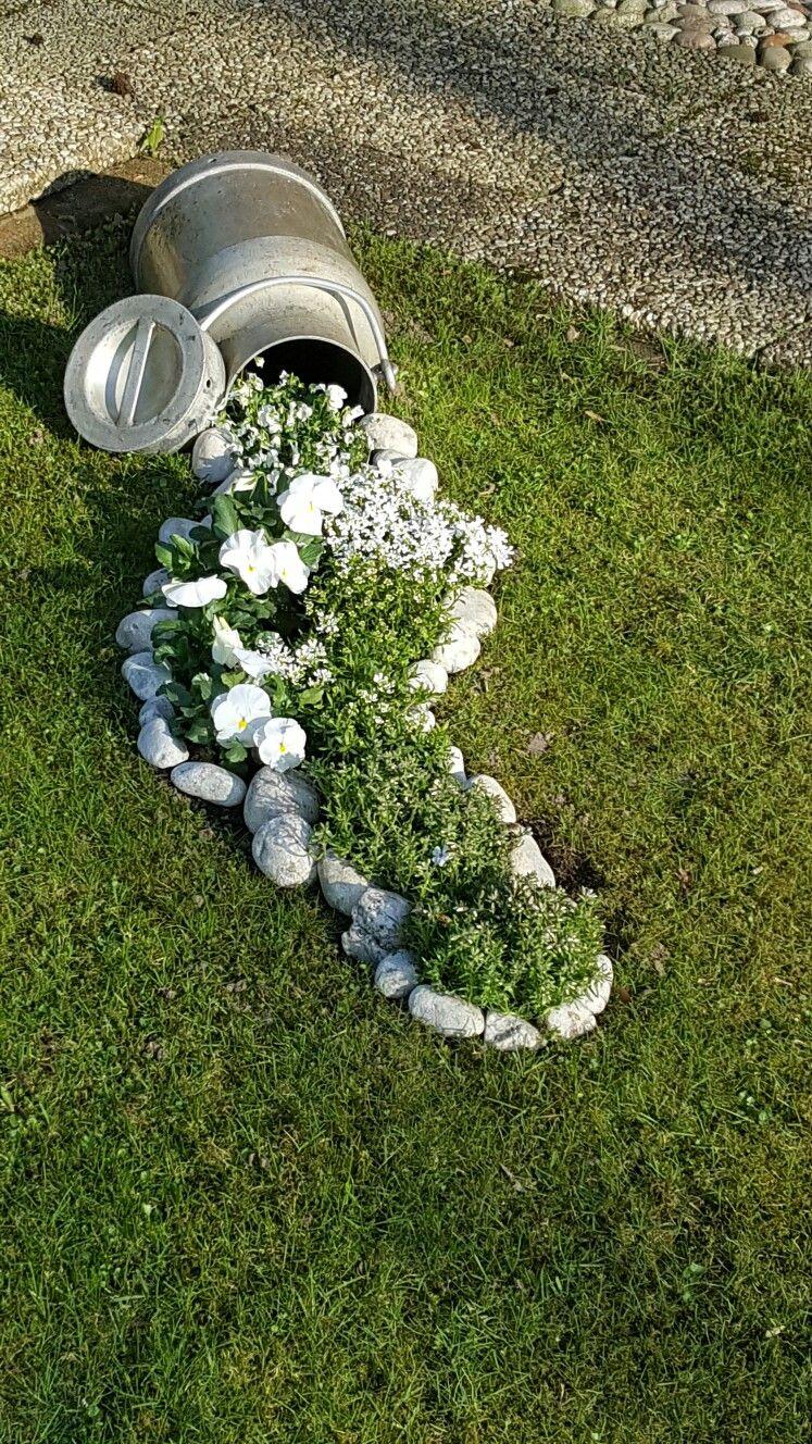 Pin von sandra kodi auf milchkanne pinterest for Garten blumen deko