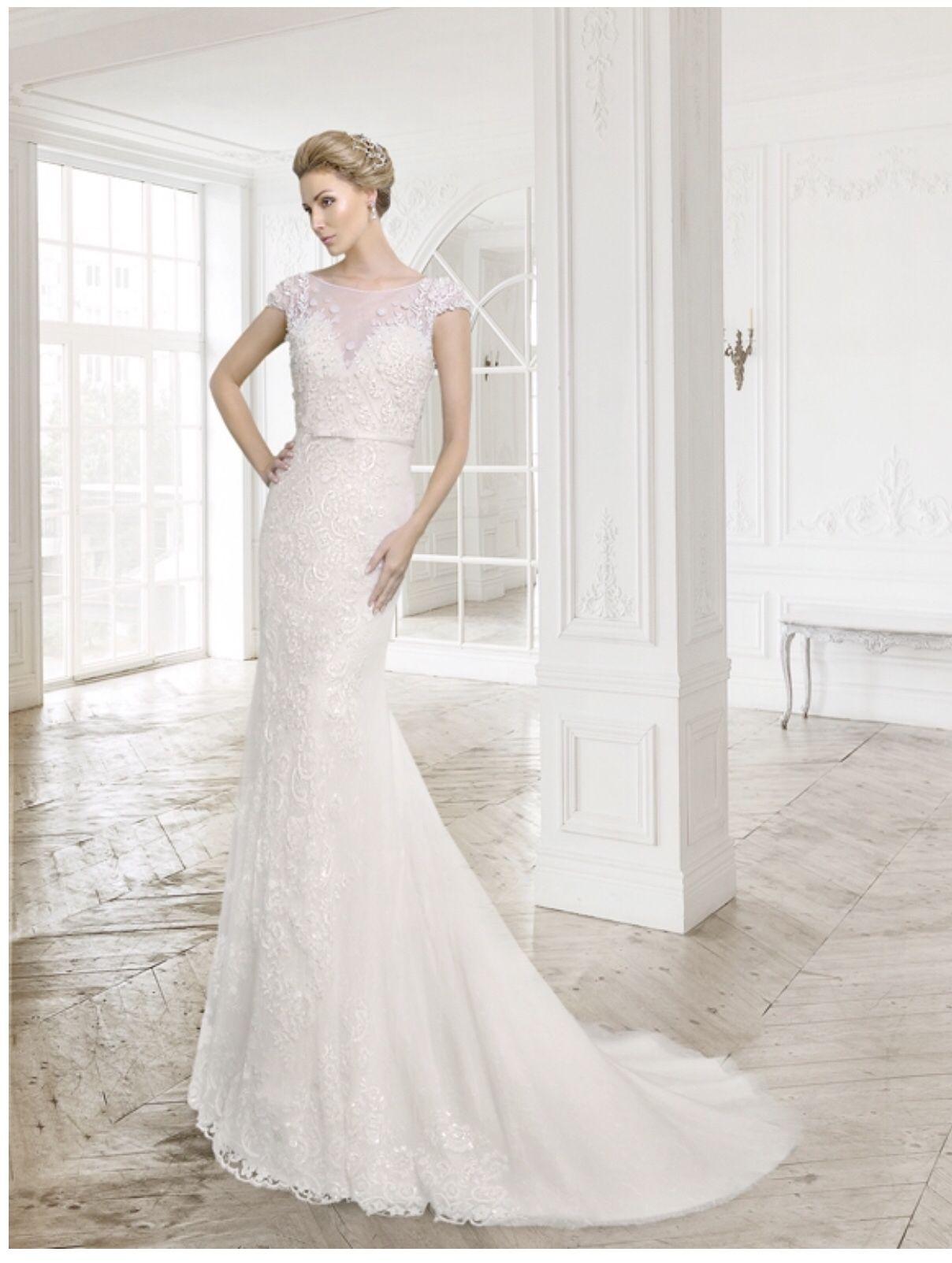 Wunderschönes Fit n Flare Hochzeitskleid mit 19D-Spitze und 19D