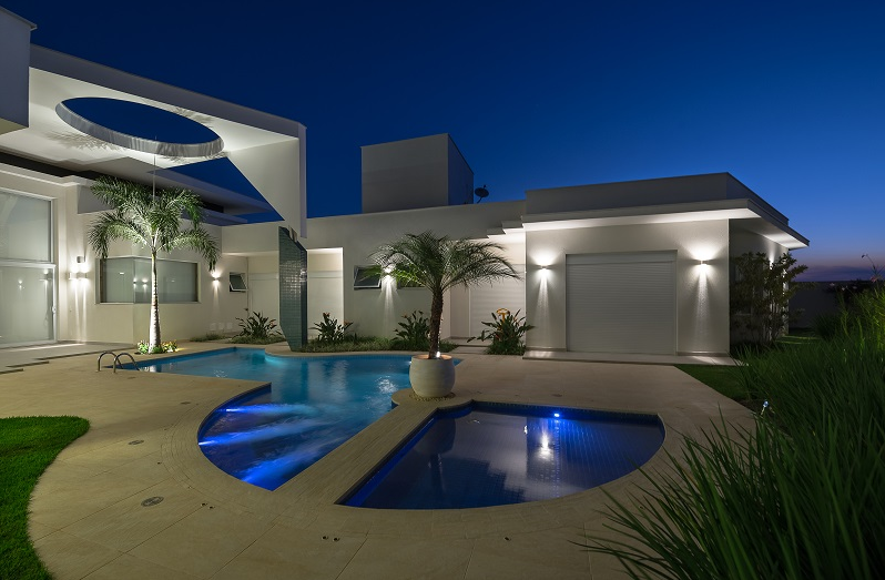 Fachada de casa moderna e escultural maravilhosa confira for Casa moderna 4 ambientes