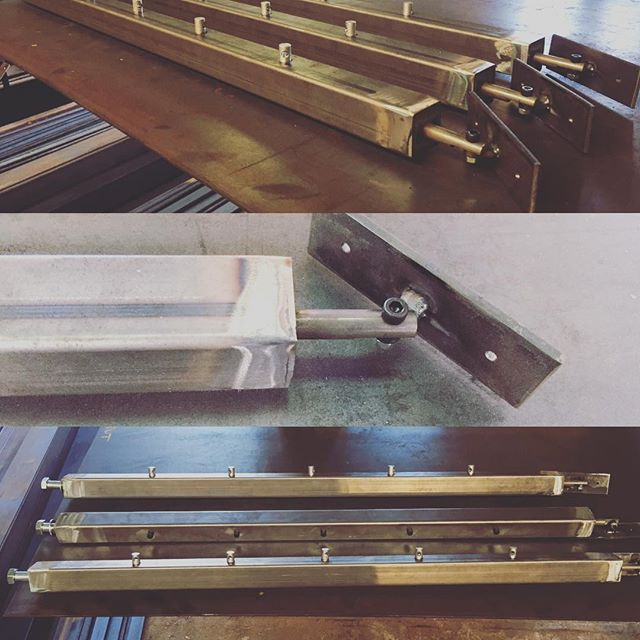 Poteaux D Escalier Pour Garde Corps En Kit Avec Cable Inox Metalbrut Gardecorps Cableinox Kit Garde Garde Corps Acier Garde Corps Cable Inox