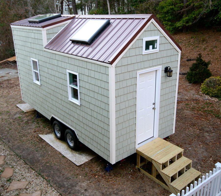 beaucoup de rangement pour cette tiny house au plancher en bambou deux placards et un mini loft. Black Bedroom Furniture Sets. Home Design Ideas