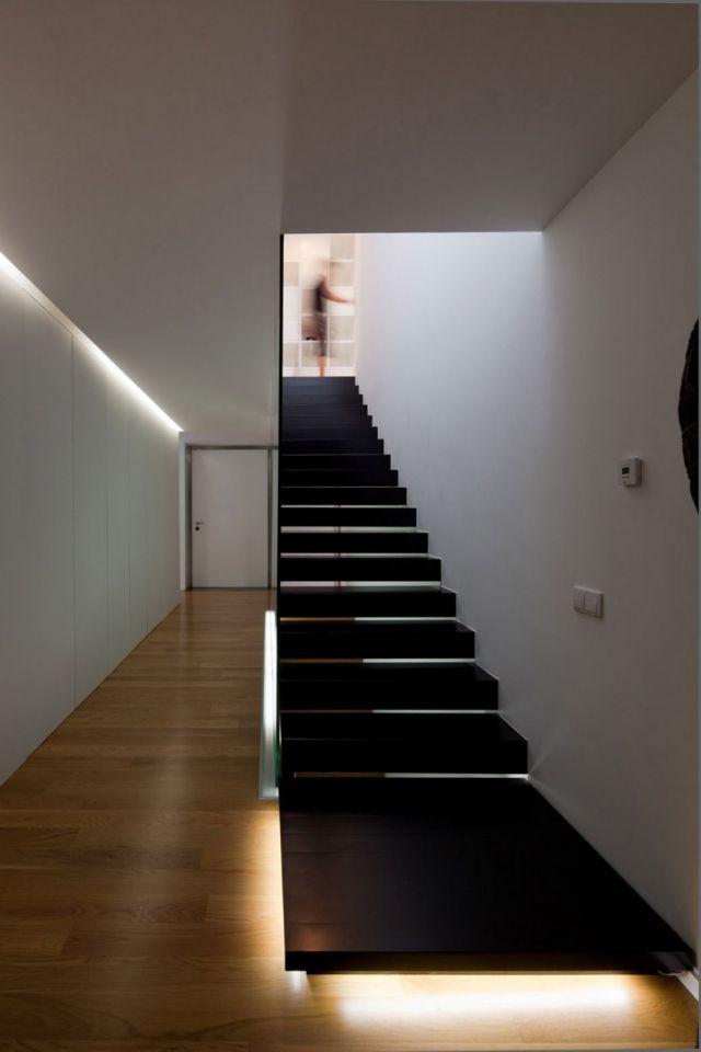 Minimalistische Treppe Geradläufig Geschwärzte Eichenstufen | Häuschen 2 |  Pinterest | Treppenhaus, Gestalten Und Ästhetisch