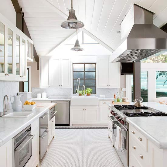 This crisp California kitchen earns a new lease on life ...