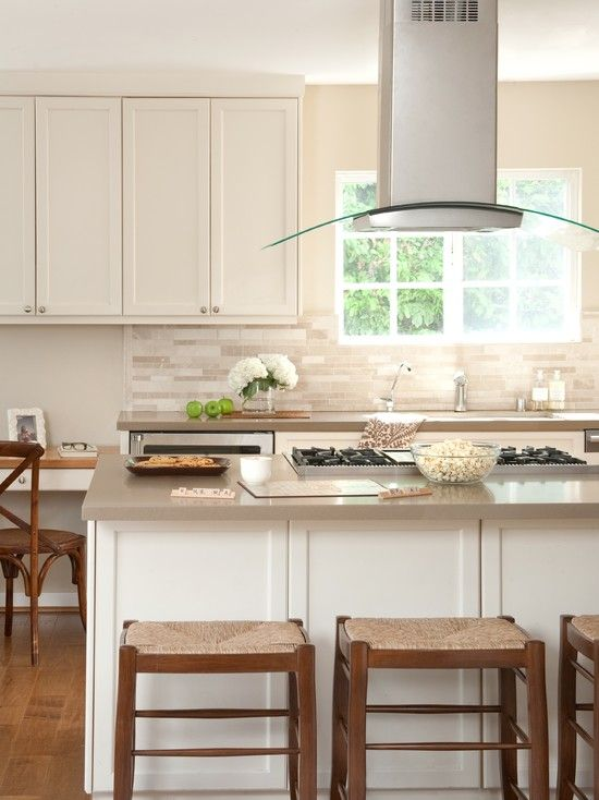 Range hood over the peninsula with stainless steel and slightly ...