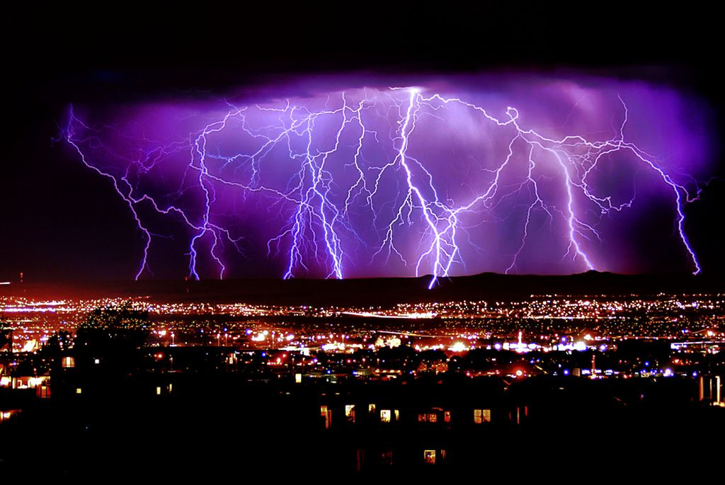 Pin By Jamie Collins On The Great Outdoors Lightning Photography Pictures Of Lightning Thunder And Lightning Storm