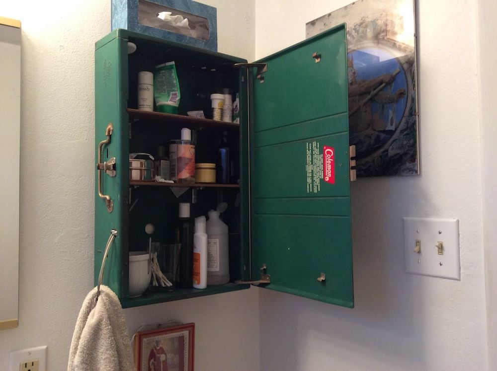 Superbe Coleman Camp Stove Bathroom Cabinet.
