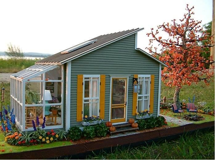 Cute little houseshed with greenhouse Perfect amount of space