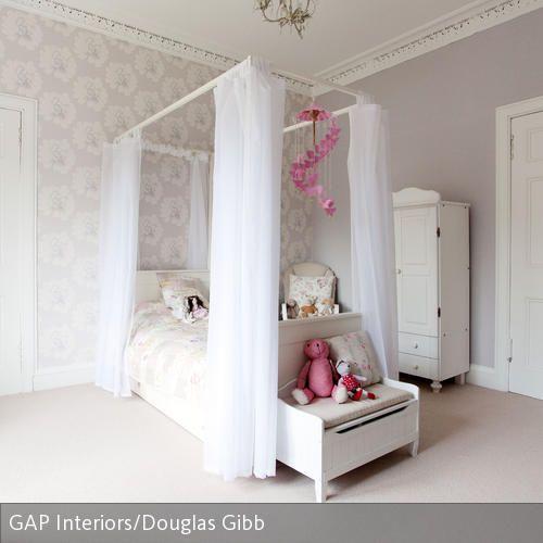 Himmelbett und gemusterte Tapete im romantischen Jugendzimmer - jugendzimmer tapeten home design ideas