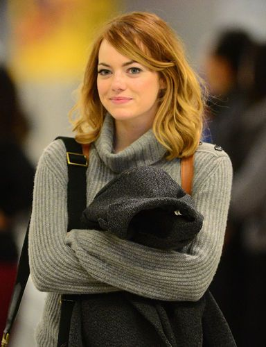 Photo of Emma Stone shows herself in the black leather fumble
