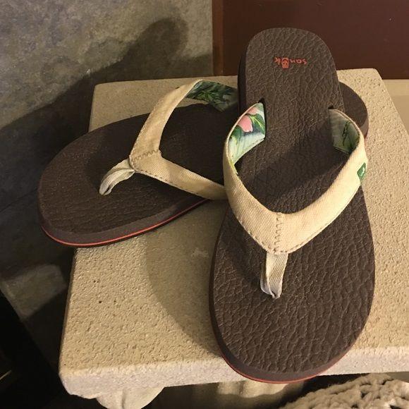 b0214e24666b Sanuk Flip Flops Cream colored with floral design underneath straps Sanuk  Shoes Sandals