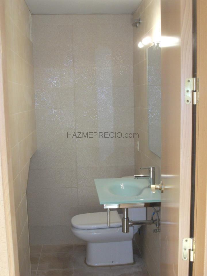 Ba o abajo de la escalera toilette pinterest for Techos desmontables para banos
