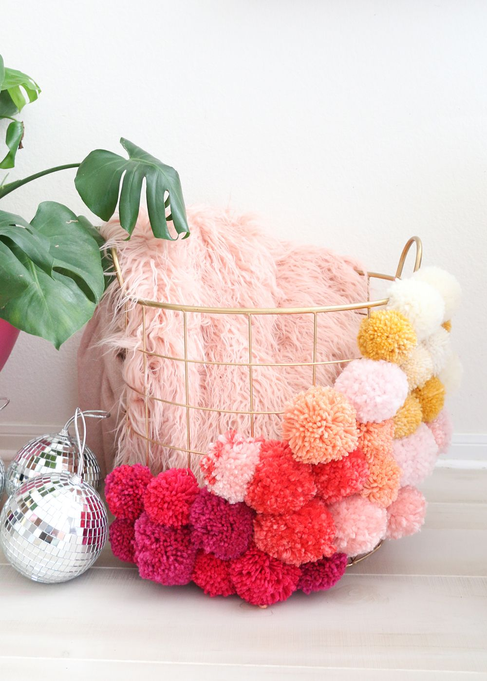 The Best Ideas To Decorate With Pompoms Ohoh Deco Diy Pom Pom Pom Pom Crafts Diy Crafts
