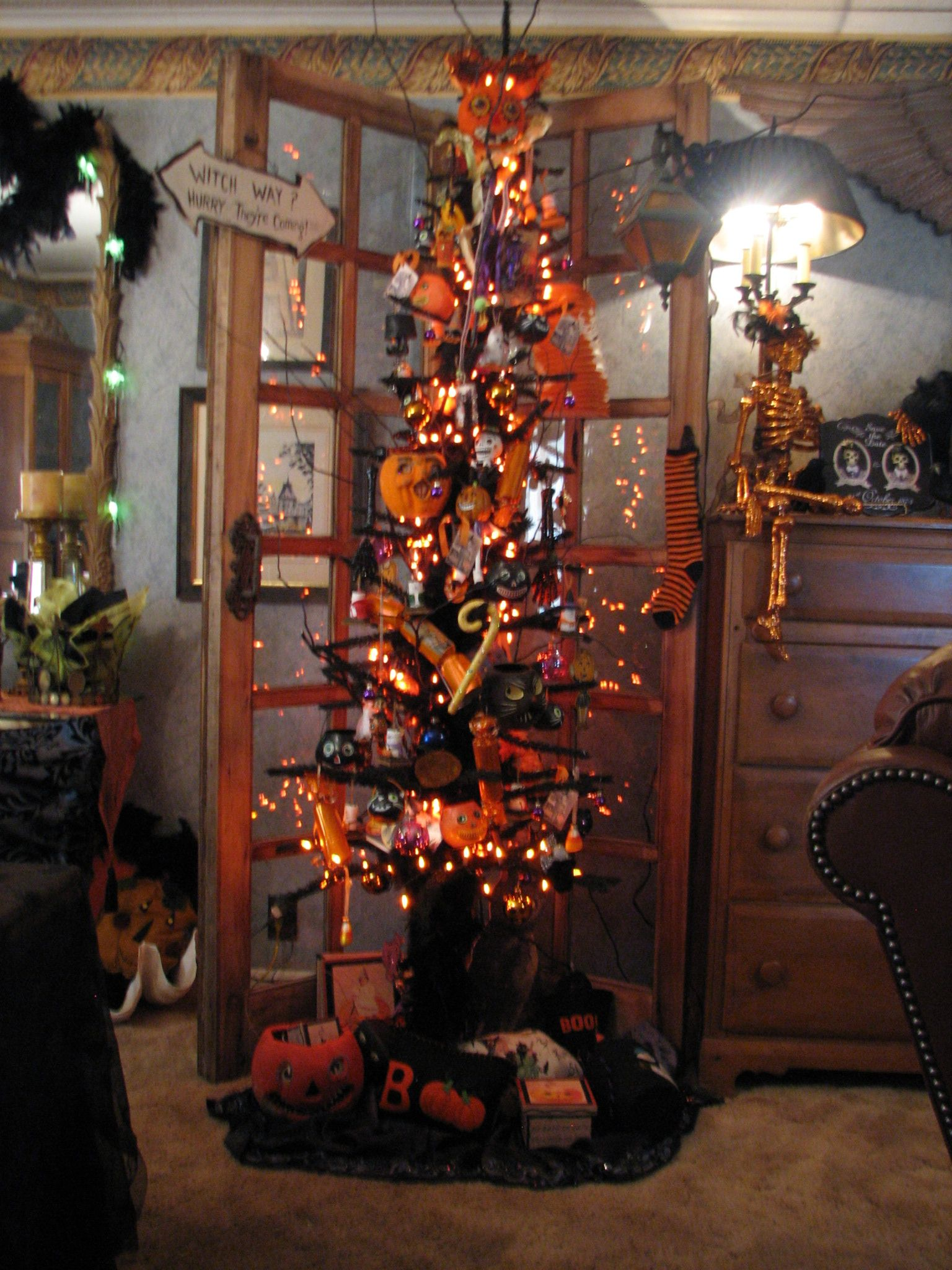 My Halloween tree Magical October Pinterest Halloween trees - halloween tree decoration
