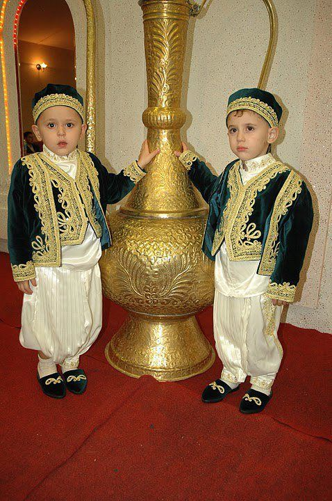 094304360 Traditional Clothes of Algeria | Magical Algeria | Ethnic dress ...