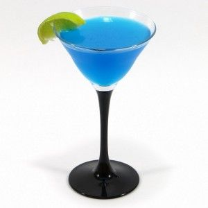 рецепты голубых коктейлей голубое искушение коктейлер голубые коктейли