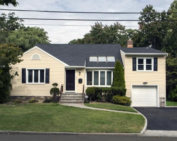 Exclusive Replacement Windows Offer For Homeowners In Scarsdale Vinylume Inc Roof Architecture House Exterior House Front