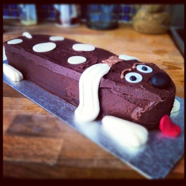 Sausage Dog Cake Decorations : Sausage Dog (Dachshund) shaped cake. Dog cake ...