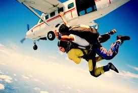 Discover The Incredible Sensation Of Exhilaration And Freedom While Skydiving In Barcelona We Recommend You Skydive Empuriabrava Skydiving Ski Diving Tandem