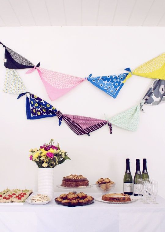 comment faire une guirlande en tissus foulards et fanion noeuds de foulard pinterest. Black Bedroom Furniture Sets. Home Design Ideas